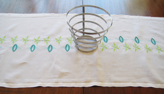 Vintage 1950's Machine Embroidery Designs by Stitchingart. Table Runner