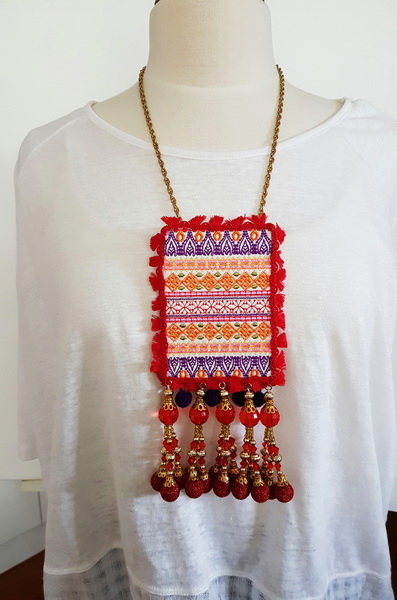 Grand Entrance Machine Embroidery Designs. Red necklace. Jewellery by Stitchingart. Artistic pattern jewellery.